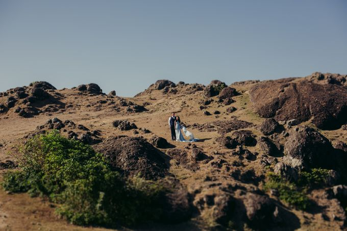 Destination Prewedding Lombok with Diverse Magnificent Landscapes by fire, wood & earth - 011