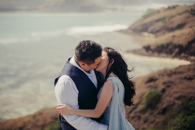 Destination Prewedding Lombok with Diverse Magnificent Landscapes by fire, wood & earth - 012