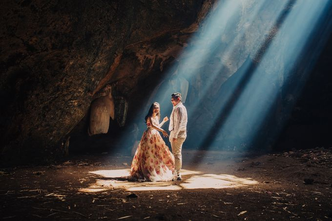 Destination Prewedding Lombok with Diverse Magnificent Landscapes by fire, wood & earth - 016