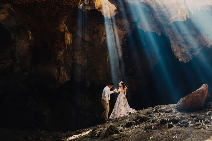 Destination Prewedding Lombok with Diverse Magnificent Landscapes by fire, wood & earth - 018