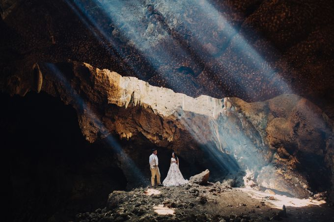 Destination Prewedding Lombok with Diverse Magnificent Landscapes by fire, wood & earth - 019