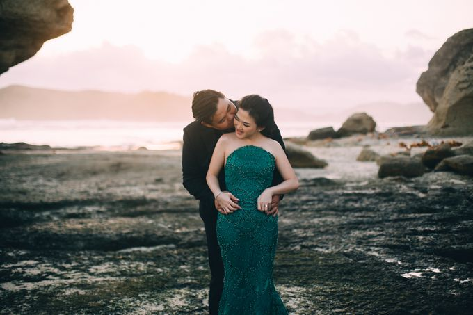 Destination Prewedding Lombok with Diverse Magnificent Landscapes by fire, wood & earth - 022