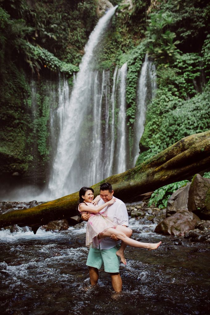 Destination Prewedding Lombok with Diverse Magnificent Landscapes by fire, wood & earth - 025