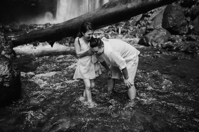 Destination Prewedding Lombok with Diverse Magnificent Landscapes by fire, wood & earth - 026
