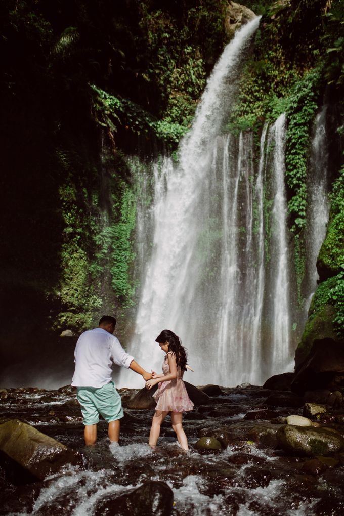 Destination Prewedding Lombok with Diverse Magnificent Landscapes by fire, wood & earth - 027