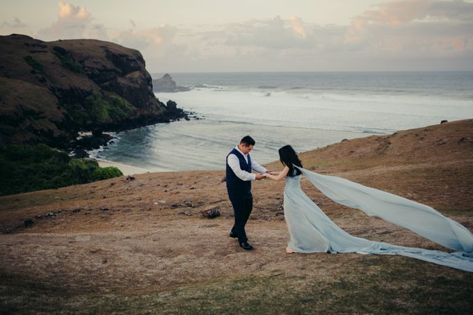 Destination Prewedding Lombok with Diverse Magnificent Landscapes by fire, wood & earth - 002