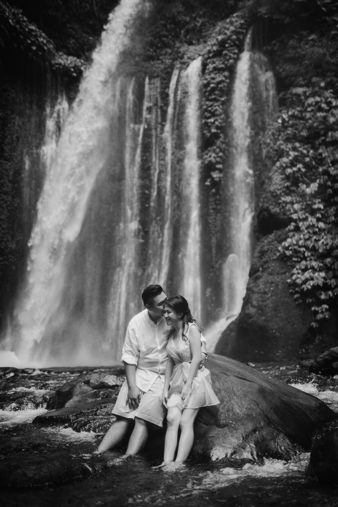 Destination Prewedding Lombok with Diverse Magnificent Landscapes by fire, wood & earth - 028