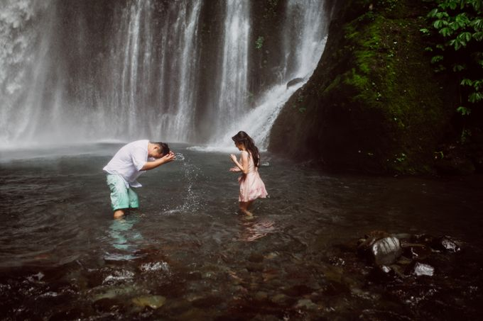 Destination Prewedding Lombok with Diverse Magnificent Landscapes by fire, wood & earth - 030