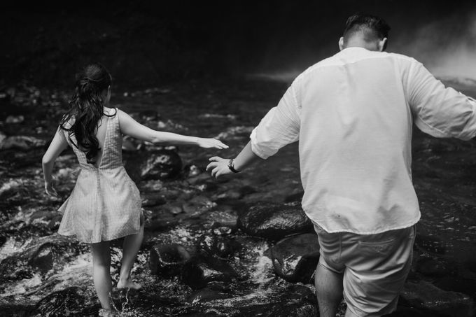 Destination Prewedding Lombok with Diverse Magnificent Landscapes by fire, wood & earth - 034