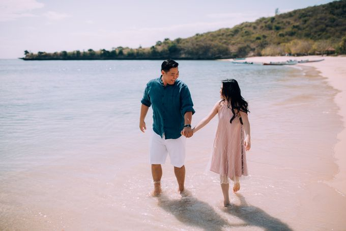 Destination Prewedding Lombok with Diverse Magnificent Landscapes by fire, wood & earth - 037