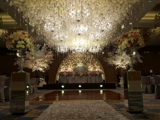 Sparkling in Gold by d'Oasis Florist & Decoration - 006