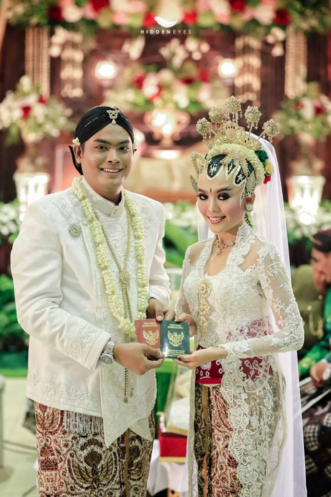 WEDDING CEREMONY KEBAYA MODERN / TRADISIONAL by DELMORA - 001