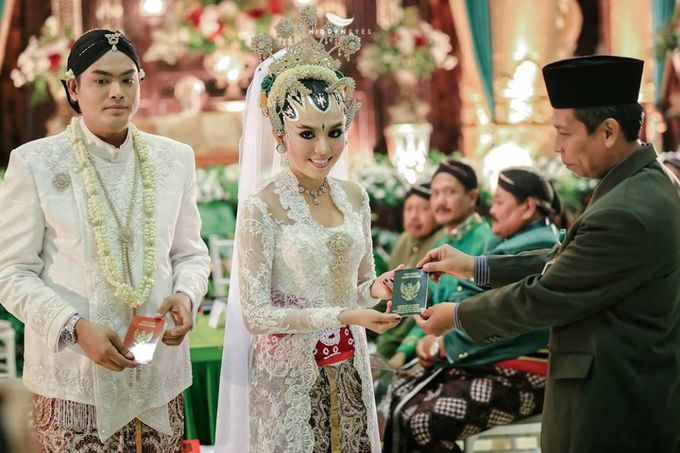 WEDDING CEREMONY KEBAYA MODERN / TRADISIONAL by DELMORA - 002