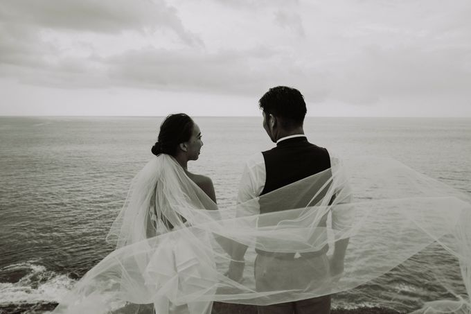 Hiro & Ai Pre-Wedding Session In Tegal Wangi Beach by Satrya Photography - 006