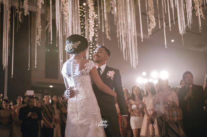 Gumaya Tower Hotel | Dea & Arie by diskodiwedding - 006
