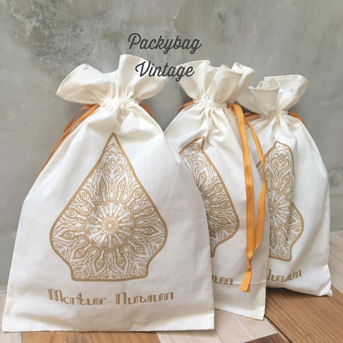 Kanty & Bambang Wedding // Siraman by Packy Bag Vintage - 002