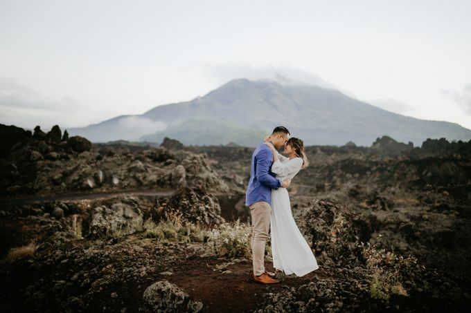 Jennifer and Andrew Sunrise Session in Bali by Endrye MakeupArt - 010