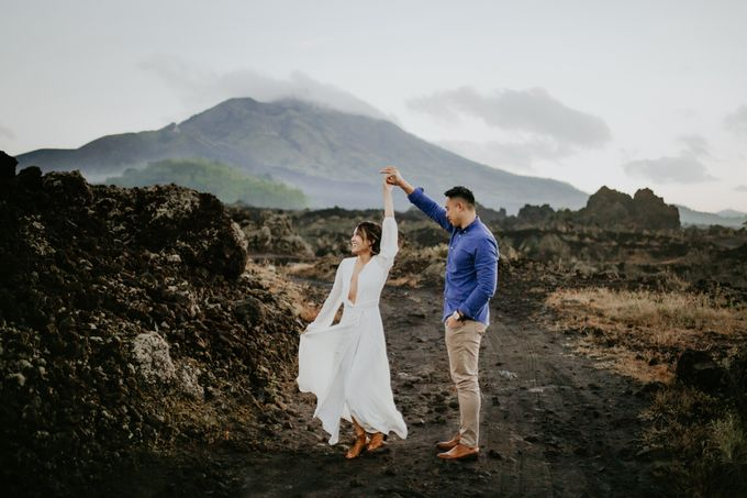 Jennifer and Andrew Sunrise Session in Bali by PadiPhotography - 014