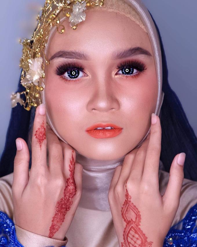 Muslimah Wedding Make Up . Ms. Arum by Pangestwury MakeOver - 002