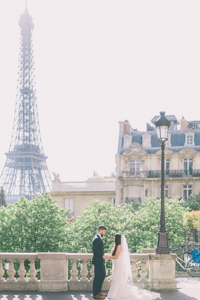 Elopement in Paris by Elias Kordelakos - 001