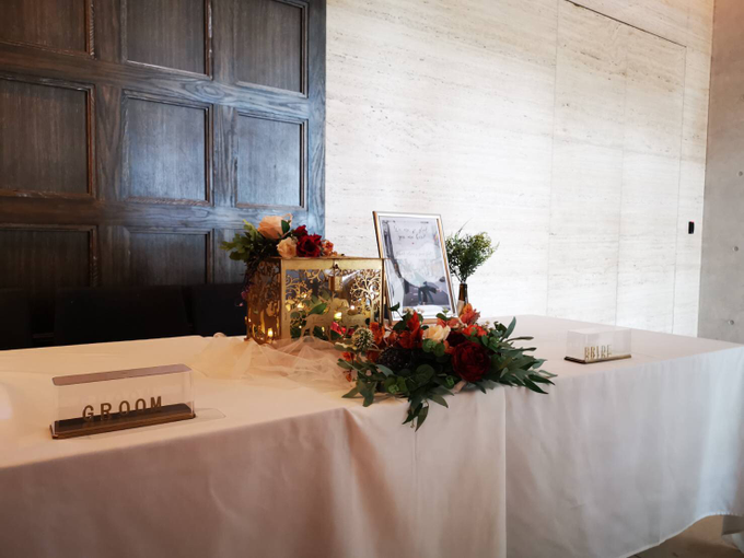 Reception table and photo album table with signage by Patson Decor - 003