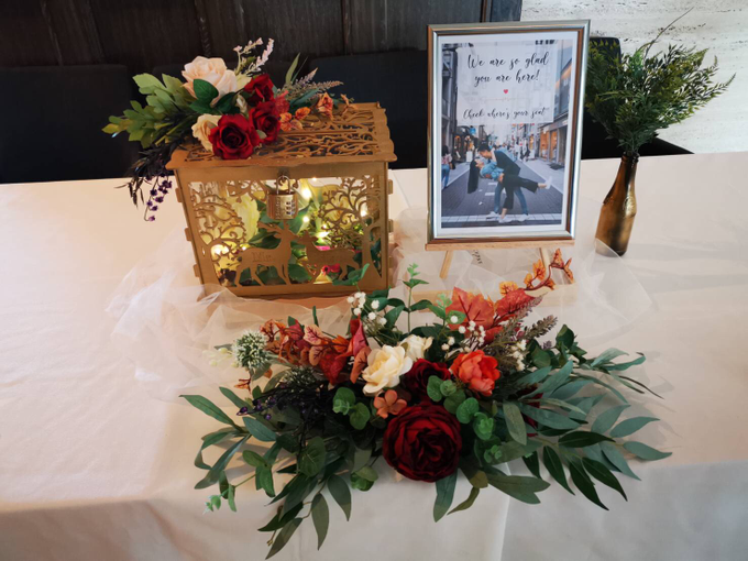 Reception table and photo album table with signage by Patson Decor - 002