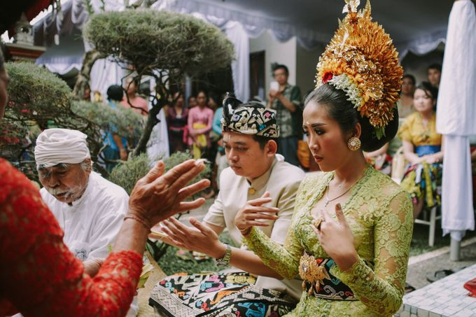 Balinese Wedding Ceremony Of Mega & Terry by MOMENTO PHOTOGRAPHY - 007