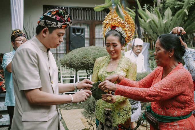 Balinese Wedding Ceremony Of Mega & Terry by MOMENTO PHOTOGRAPHY - 006
