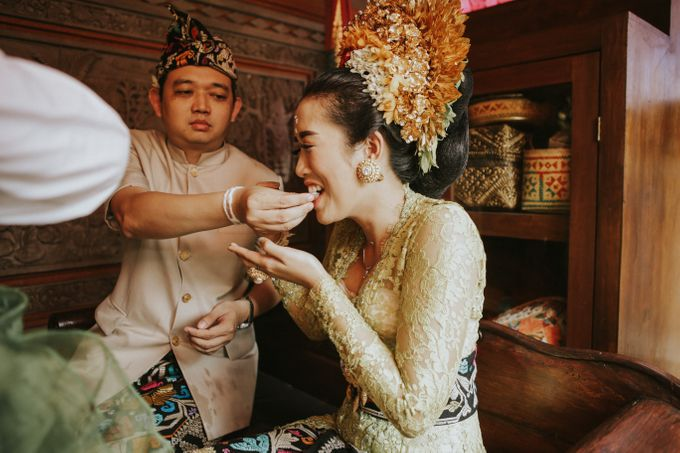 Balinese Wedding Ceremony Of Mega & Terry by MOMENTO PHOTOGRAPHY - 011