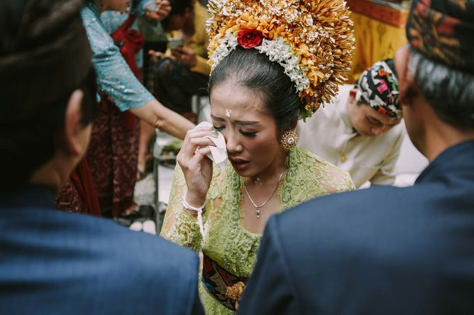 Balinese Wedding Ceremony Of Mega & Terry by MOMENTO PHOTOGRAPHY - 001