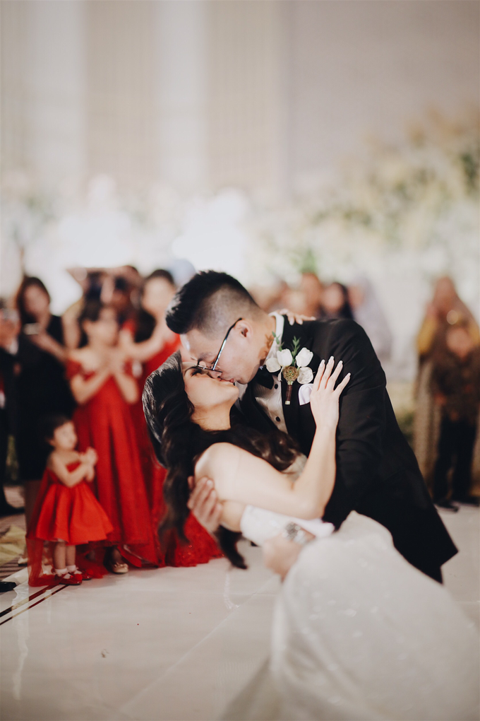 Wedding Ferdy & Meryyana by Mimi kwok makeup artist - 025