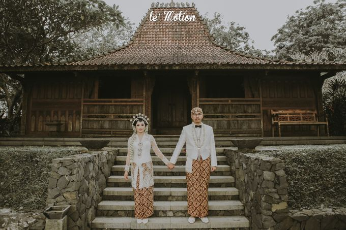 Yayas & Anosa -  Traditional Javanese Night Markets Wedding by Le Motion - 010