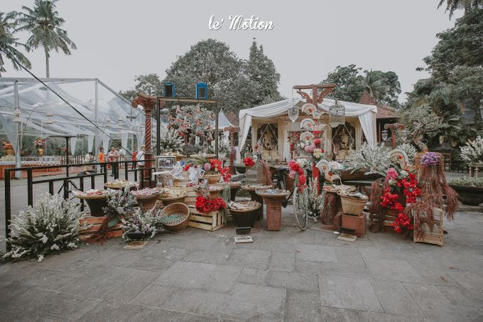 Yayas & Anosa -  Traditional Javanese Night Markets Wedding by Le Motion - 012