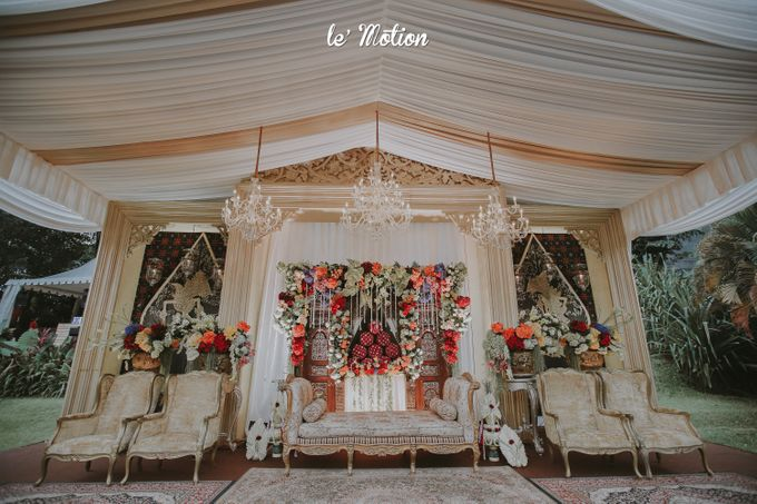 Yayas & Anosa -  Traditional Javanese Night Markets Wedding by Le Motion - 011
