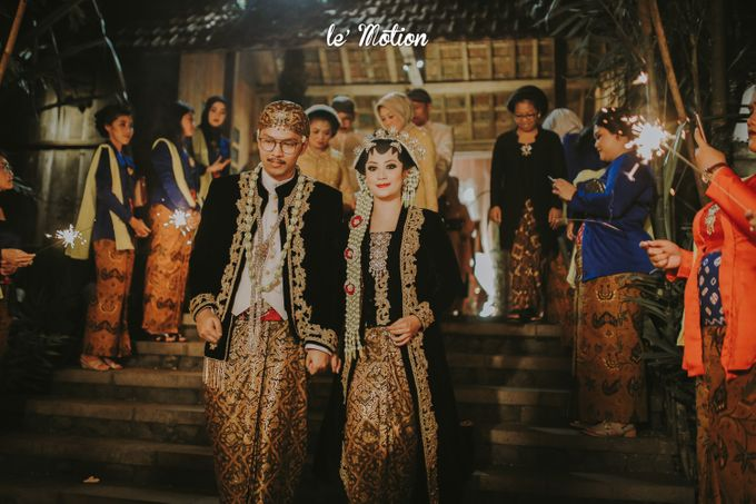 Yayas & Anosa -  Traditional Javanese Night Markets Wedding by Le Motion - 019