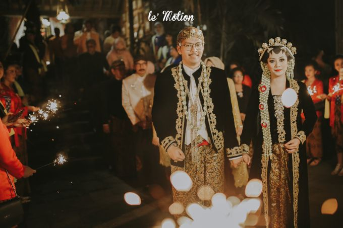 Yayas & Anosa -  Traditional Javanese Night Markets Wedding by Le Motion - 020