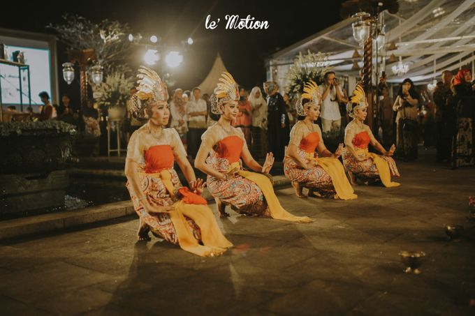 Yayas & Anosa -  Traditional Javanese Night Markets Wedding by Le Motion - 021