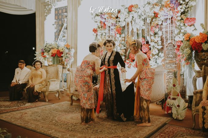 Yayas & Anosa -  Traditional Javanese Night Markets Wedding by Le Motion - 022