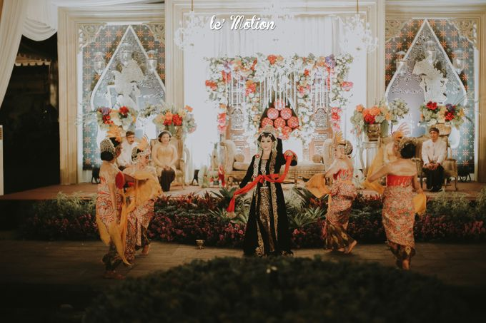 Yayas & Anosa -  Traditional Javanese Night Markets Wedding by Le Motion - 023