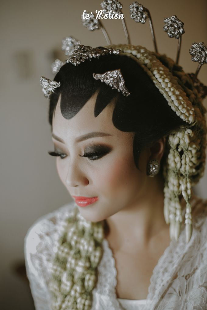 Yayas & Anosa -  Traditional Javanese Night Markets Wedding by Le Motion - 003