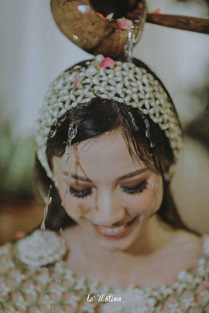 Traditional Sundanese and Minang Fusion Wedding of Felli & Reza by Le Motion - 009