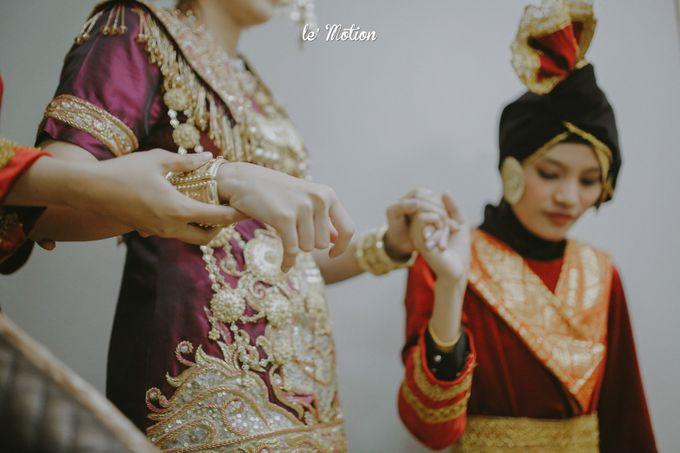 Traditional Sundanese and Minang Fusion Wedding of Felli & Reza by Le Motion - 011
