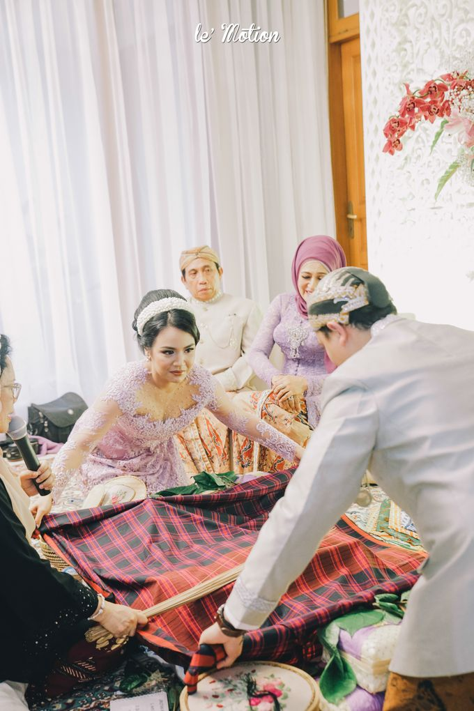 The Enchanting Sundanese Wedding of Sabila & Ardieles by Le Motion - 015
