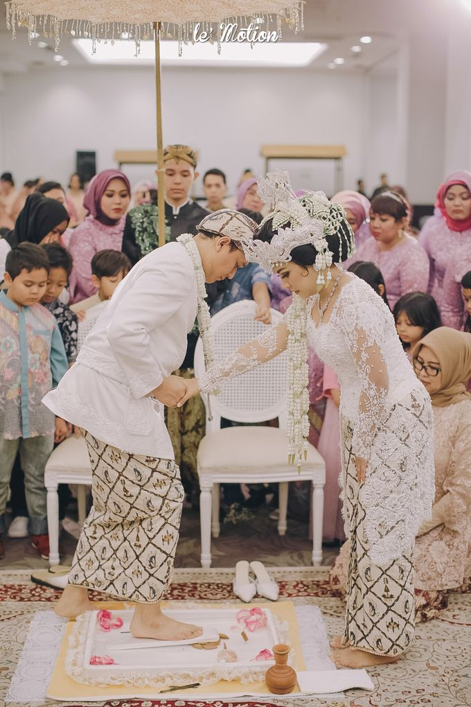 The Enchanting Sundanese Wedding of Sabila & Ardieles by Le Motion - 030
