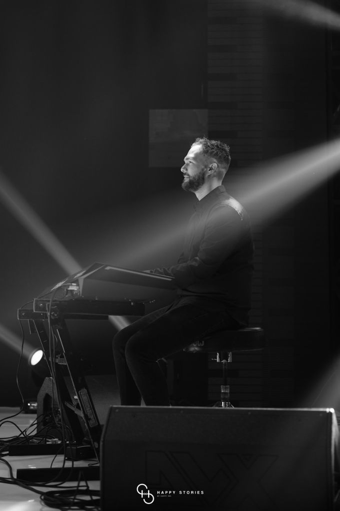 Guest Star: Calum Scott by Artist Booking - Full Color Entertainment  - 010