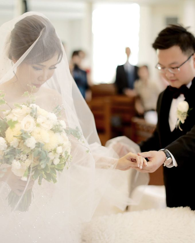 Revie & Widarti - Wedding Day by Wong Hang Distinguished Tailor - 010