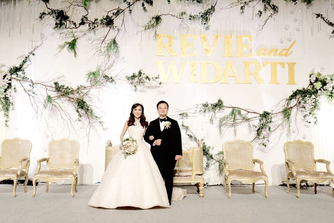 Revie & Widarti - Wedding Day by Wong Hang Distinguished Tailor - 043