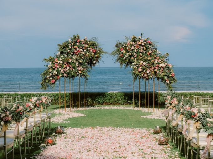 All-white Beach Wedding by IAMFLOWER - 011
