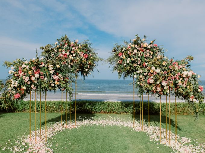 All-white Beach Wedding by IAMFLOWER - 012