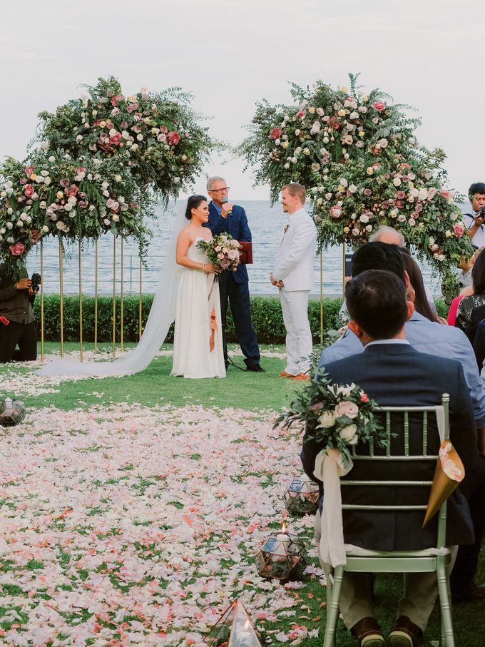 All-white Beach Wedding by IAMFLOWER - 015